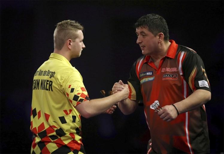 """Belgische """"Dream Maker"""" steelt alweer de show op WK darts met danspasjes en stoot door naar kwartfinales"""
