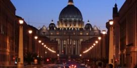 Directrice van Vaticaanse musea woest om onbeschofte toeristen: 'Ze plakken zelfs kauwgom op kunstwerken'