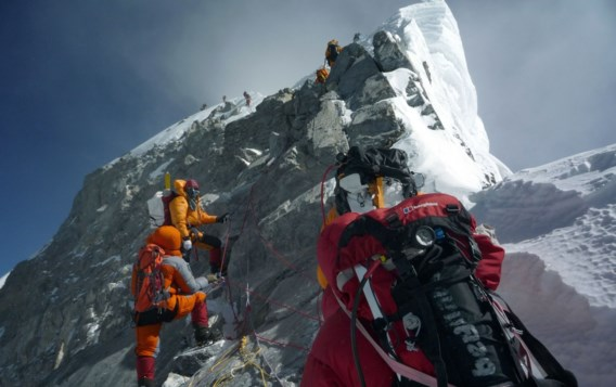 Verbod op solo-beklimmingen Mount Everest veroorzaakt controverse
