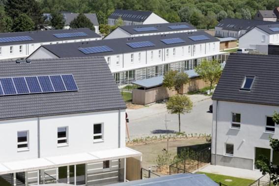 Duwtje voor zonnepanelen op sociale woningen