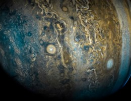 Nasa brengt nieuwe, mysterieuze beelden van Jupiter