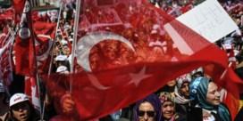 Turkije vist 1.800 na coup ontslagen ambtenaren weer op