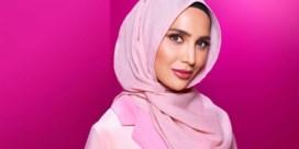 Model met hoofddoek maakt reclame voor shampoo