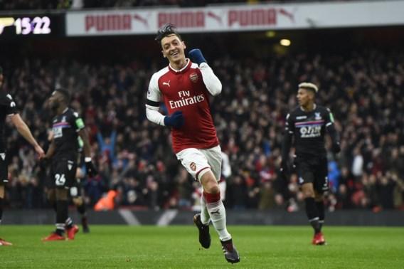 Mesut Özil verrast door toch, voor veel geld, bij te tekenen bij Arsenal