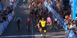 Van Poppel wint overtuigend eerste sprint in Ronde van Valencia, Roelandts mee op podium