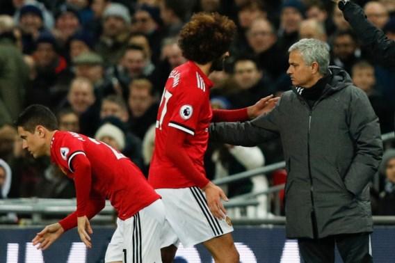 Fellaini valt in, maar Mourinho haalt hem na 8 minuten weer naar de kant
