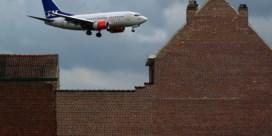 Elf gemeenten willen vliegwet forceren