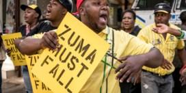 Politie valt binnen bij vertrouwelingen van Zuma