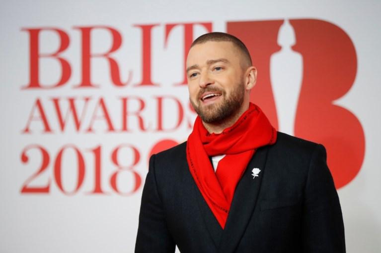 Rapper Stormzy haalt op Brit Awards uit naar Theresa May (terwijl hij onder douche staat)