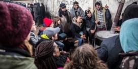 Op sneakers in het spoor van vluchtelingen