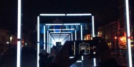 Lichtspektakel leidt mensen rond in Brusselse wijken