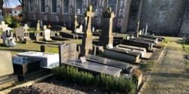 Menselijke resten liggen even bloot op kerkhof Oostkerke