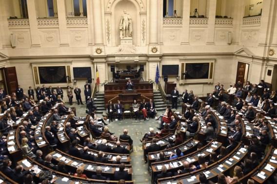 Politici moeten alle mandaten en inkomsten bekendmaken