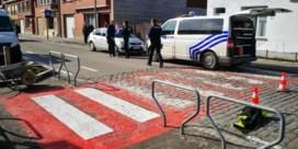 Jongen zwaargewond afgevoerd na aanrijding aan schoolpoort