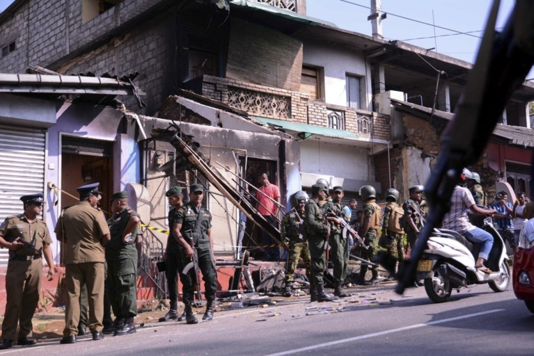 Geweld tussen boeddhisten en moslims escaleert: Sri Lanka kondigt noodtoestand af
