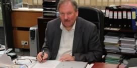 Burgemeester Beveren klaagt 'middeleeuwse toestanden' bij schoolpoort aan