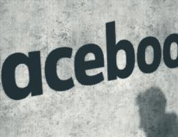 Waarom Facebook zo zwaar onder vuur ligt