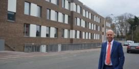 Poetsvrouw ontslagen voor naaktfoto's met demente bejaarden in rusthuis