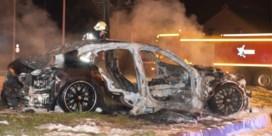 Gestolen Porsche gaat volledig in vlammen op