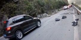 Automobilisten ontsnappen aan drama nadat rotsen plots vallen