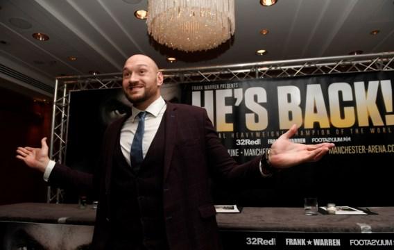 He's back! Bokser Tyson Fury viert comeback na dopingschorsing (met enkele kilootjes extra)