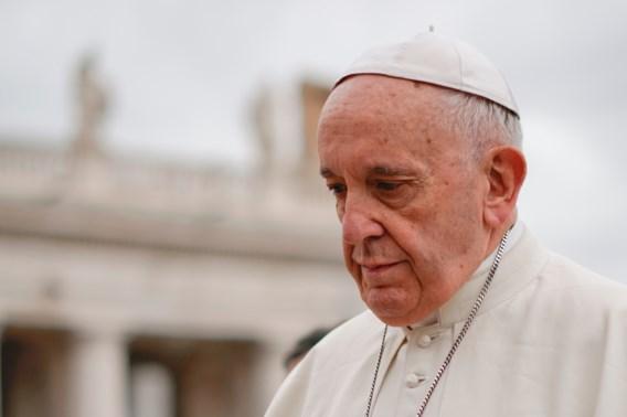 Paus geeft 'ernstige fouten' toe na misbruikschandaal in Chili