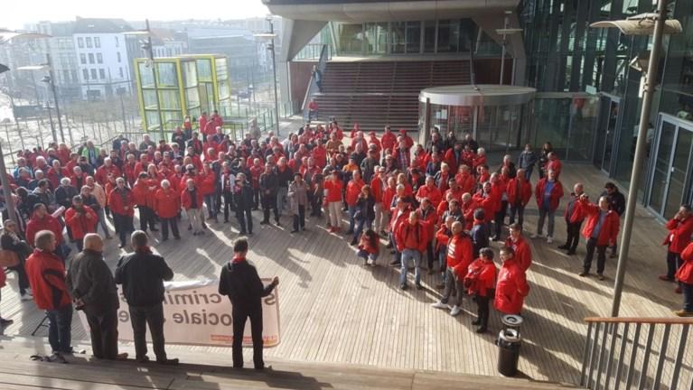 Rechtbank te klein voor vakbondsmensen die collega's steunen