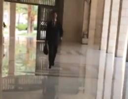 Syrisch regime komt na luchtaanvallen met bizarre video van Assad