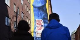 Ophef over gigantische blauwe penis in Stockholm