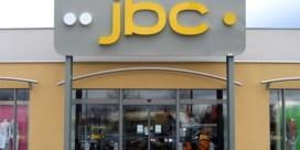 JBC sluit alle 130 winkels en geeft personeel halve dag vrij 'om buiten te spelen met hun kinderen'