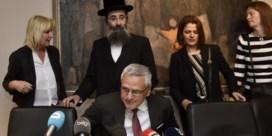 Voor het zingen de synagoge uit