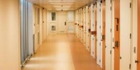 Aantal geïnterneerden in cel gehalveerd