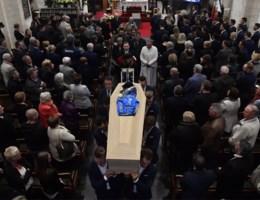 Wielerwereld, familie en vrienden nemen afscheid van Michael Goolaerts