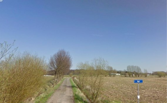 Jonge vrouw van fiets gesleurd en aangerand in Sint-Amands