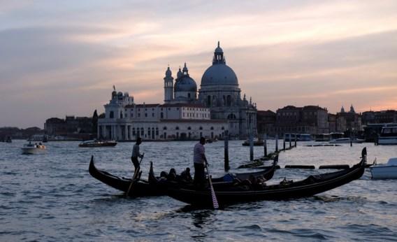 Venetië sluit straten en bruggen voor toeristen