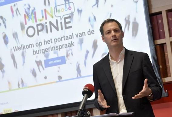 Minister De Croo bindt strijd aan met fake news