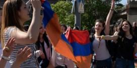 Duizenden manifestanten leggen Armeense hoofdstad plat