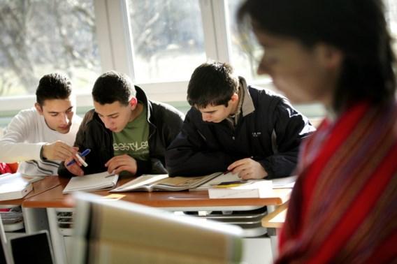 'Middelbare scholen houden bij examens best rekening met Suikerfeest'