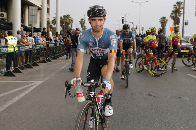 Meteen prijs voor Quick Step: indrukwekkende Viviani spurt naar de zege in Giro, Dennis pakt het roze