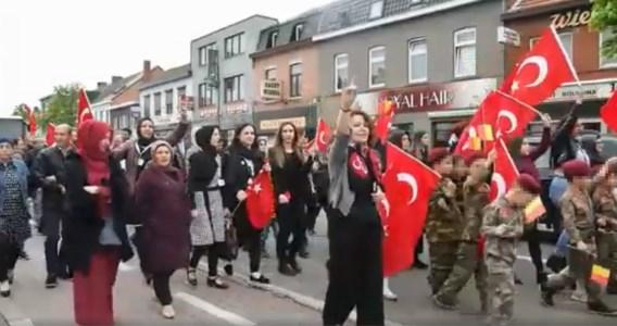 SP.A-schepen nam deel aan stoet Turkse wolven: 'Dit kan niet'