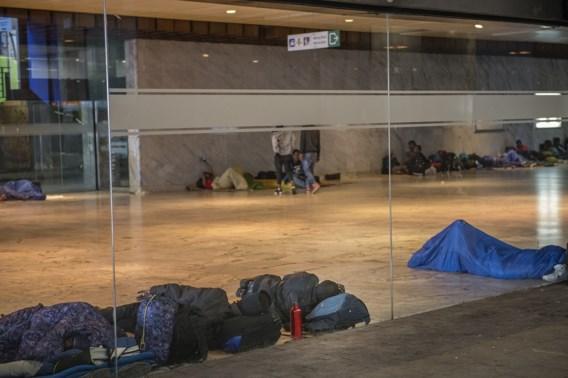 Politie zal transmigranten aan Noordstation 'met aandrang' vragen te vertrekken
