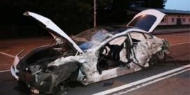 Tesla botst tegen vrachtwagen in Berchem