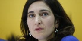 Oprichter partij Islam weigert Demir aan te kijken: 'wat is uw probleem?'