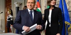Berlusconi maakt weg vrij voor regering