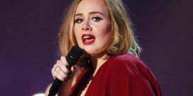 Pas bevallen vrouw zingt toontje lager