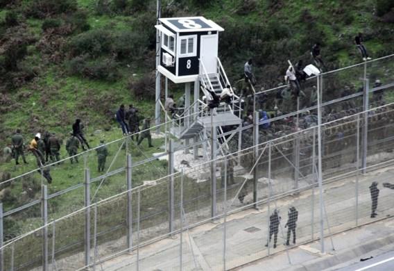 Vierhonderd migranten bestormen hek aan Spaanse exclave in Marokko