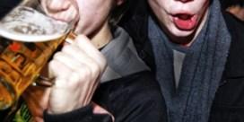 Advies tegen alcoholmisbruik: gratis water op restaurant en verbod op alcoholreclame