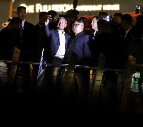 Kim Jong-un verrast met avondwandeling in Singapore
