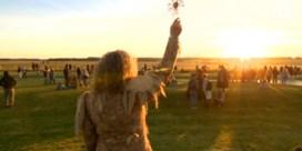 Tienduizend druïden, waarzeggers en toeristen vieren zonnewende bij Stonehenge