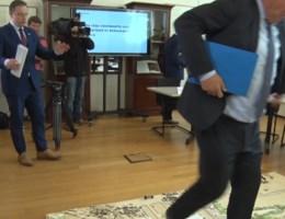 Tommelein struikelt over Oosterweel-maquette, De Wever: 'Hoe is dat nu toch mogelijk?'